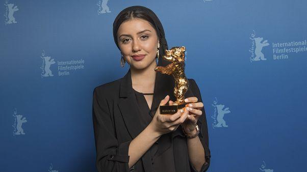 """Altın Ayı ödülünü İranlı  yönetmen Muhammed Rasoulof'un """"Sheytan Vojud Nadarad"""" filmi kazandı."""