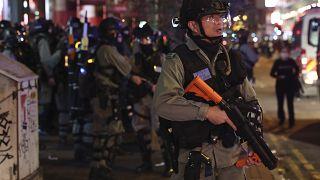 (Imagen de archivo) La policía antidisturbios hace guardia durante una protesta en Mong Kok, Hong Kong, el domingo 26 de enero de 2020.