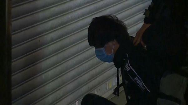 Scontri violenti a Hong Kong. Polizia spara gas lacrimogeni