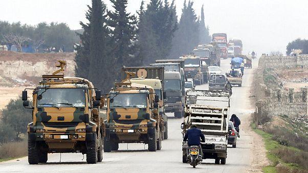 Török katonai konvoj a szíriai Idlib kormányzóság keleti részén