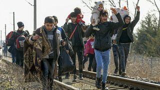 هجوم هزاران مهاجر به مرز ترکیه-یونان؛ اتحادیه اروپا هشدار مرزی را بالا برد