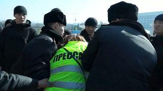 Среди задержанных есть журналисты.