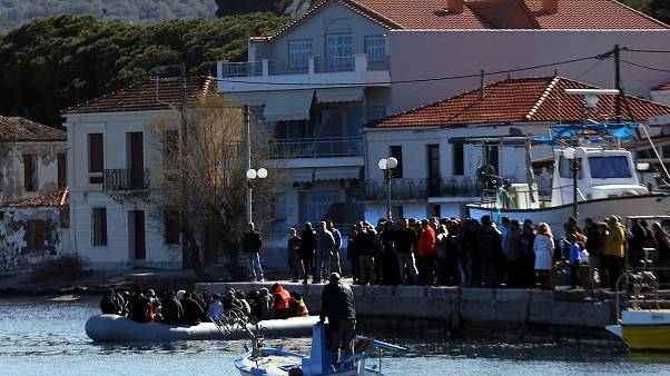 Λέσβος: Κάτοικοι εμποδίζουν μετανάστες να φτάσουν στη Μόρια