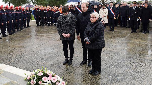 Des proches de victimes de la tempêtes Xynthia lors de la cérémonie marquant les 10 ans du passage de la tempête à la Faute-sur-Mer