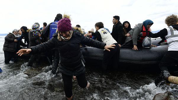 Türkiye'den Yunanistan'ın Midilli adasına geçen göçmenler