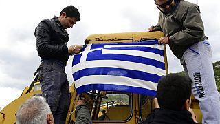Habitantes de Lesbos tentam impedir desembarque de migrantes