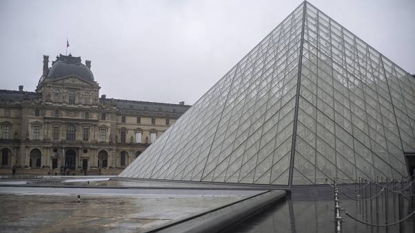 Paris' Louvre closes for staff meeting on coronavirus