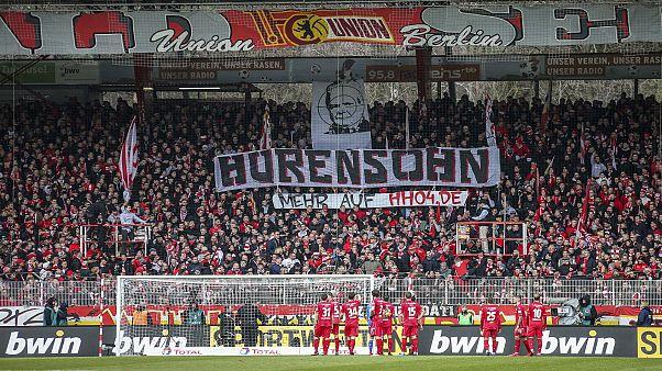 Fußball im Fadenkreuz: Zu den Beleidigungen gegen Dietmar Hopp