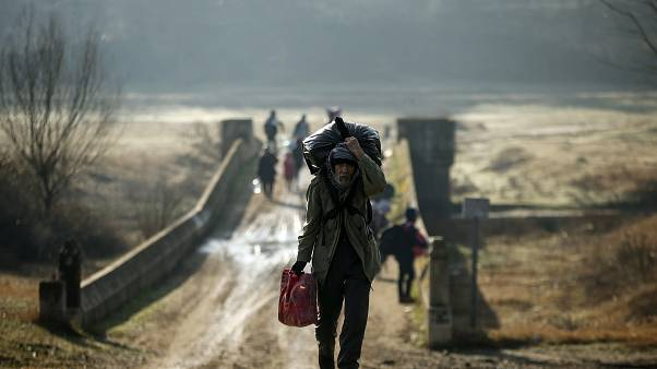 Migrants clash with Greek police at Turkish border