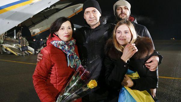 Rusya ile yapılan esir değişiminden sonra ülkesine dönen Ukraynalılar
