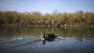 Εικόνες από drone στις Καστανιές και διάσχιση του ποταμού Έβρου