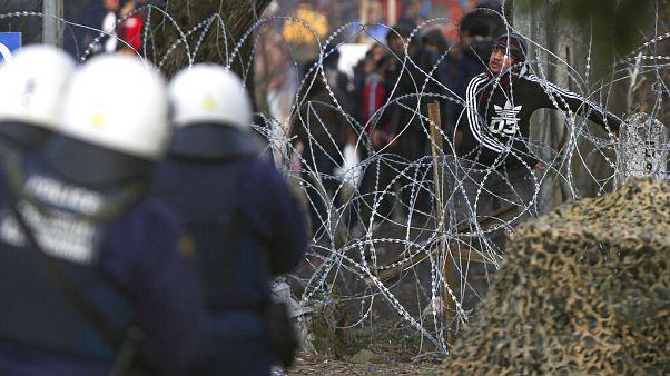 Штурм греческих границ гранатами со слезоточивым газом