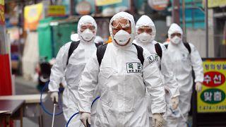 """Über 80.000 Coronavirus-Fälle in China - Johnson: """"Wir müssen da durch"""""""