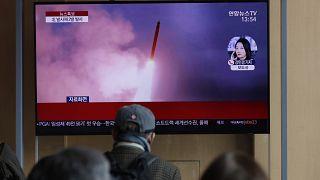 Kuzey Kore'nin yeni füze denemesi, Güney Kore'de TV'lerde canlı olarak duyuruldu