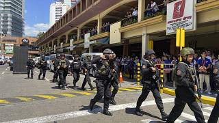 Filipinler'in başkenti Manila'da lüks bir alışveriş merkezinde silahlı saldırı ve rehin alma hadisesi gerçekleşti. Komandolar saldırıya müdahale etti