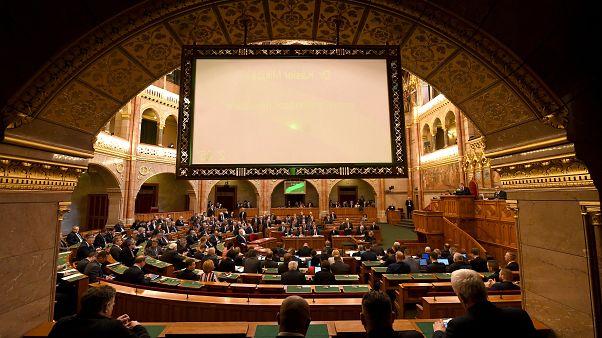 Kásler Miklós, az emberi erőforrások minisztere napirend előtt felszólal az Országgyűlés plenáris ülésén 2020. február 17-én.