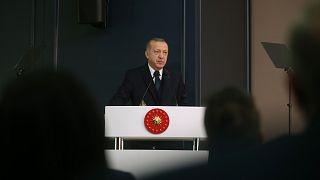 Erdoğan: Türkiye'nin belirlediği sınırların dışına çıkmazlarsa omuzlarının üzerinde baş kalmayacak
