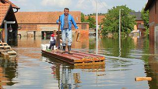 La ville bosnienne de Domaljevac, à la frontière avec la Croatie, pendant les inondations de 2014
