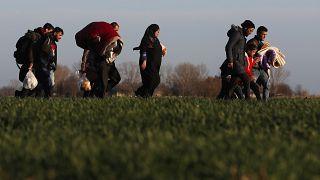 """""""No se tolerará ninguna entrada ilegal"""". Grecia suspende un mes las solicitudes de asilo"""
