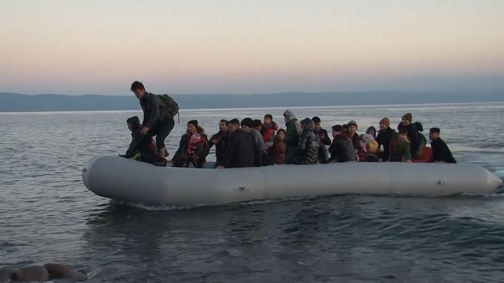 Los migrantes llegan a Lesbos con otros bloqueados en la frontera terrestre 5