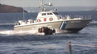 """VIDEO: Turchia accusa guardia costiera greca di sparare e """"cercare di affondare"""" barcone"""