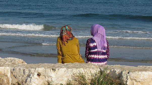 كيف ينظر مواطنو الدول العربية لحقوق المرأة وأدوارها في المجتمع؟