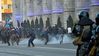Kırgızistan'da hükümet karşıtı protesto eylemine polis sert müdahale etti