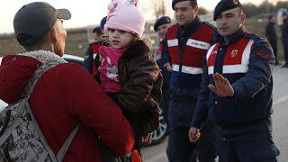 """La Turquie menace de laisser passer des """"millions"""" de migrants et réfugiés"""