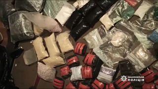 فيديو: الشرطة الأوكرانية تضبط شحنة مخدرات بقيمة 4 ملايين يورو