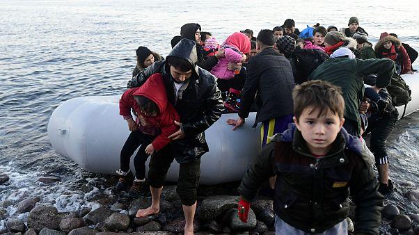 Midilli Adası'na ulaşan göçmen çocuklar