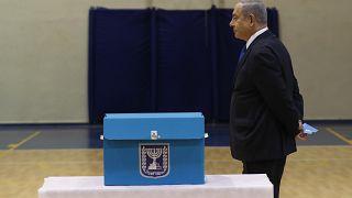 Benyamin Netanyahu dans un bureau de vote de Jérusalem, le 2 mars 2020