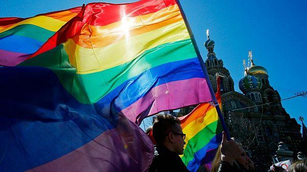 پوتین: تعریف ازدواج در قانون اساسی روسیه باید محدود به پیوند زن و مرد باشد