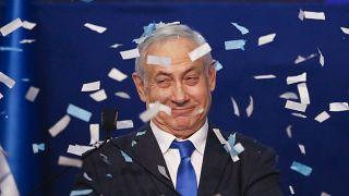 """شاهد: نتنياهو يحتفل بانتصاره """"الكبير"""" في الانتخابات التشريعية وغانتس يعترف بـ """"خيبة الأمل"""""""