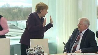 Nein, kein Händeschütteln - Merkel-Video geht viral