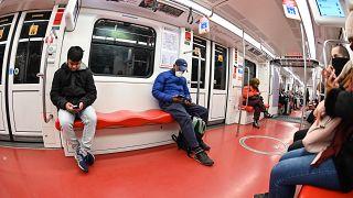 La metro di Milano nei giorni dell'epidemia di Coronavirus