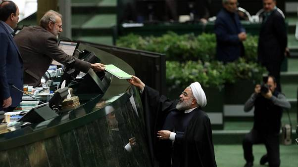با حکم حکومتی رهبر ایران، لایحه بودجه رد شده در مجلس بدل به قانون میشود