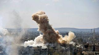 Suriye ordu güçlerinin El Bara kasabasına yaptığı hava saldırıları