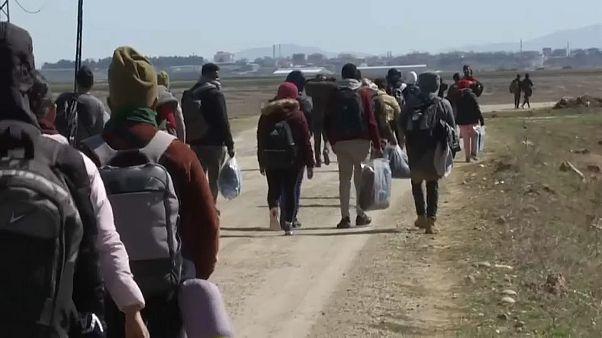 Milhares de refugiados encurralados às portas da UE