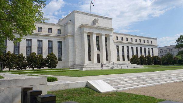 Face au coronavirus, la Fed abaisse ses taux d'un demi-point