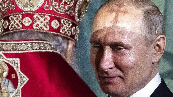 Vlagyimir Putyin orosz elnök és Kirill moszkvai pátriárka, az orosz ortodox egyház feje