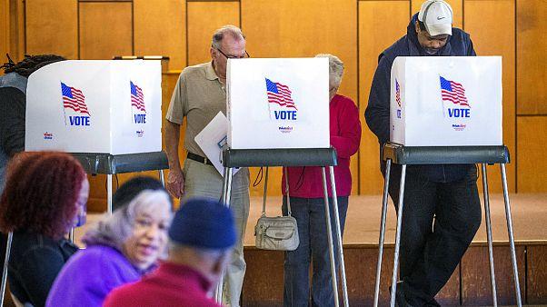 """Eleitores votam num dos Estados a votos na """"Super Terça-feira"""" das Primárias norte-americanas"""