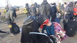 """""""Não há país que aceite o povo sírio"""", conta migrante na fronteira turco-grega"""