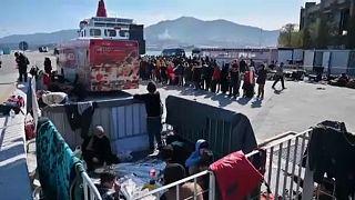 Hitzige Stimmung auf Lesbos: Migranten campieren im Hafen