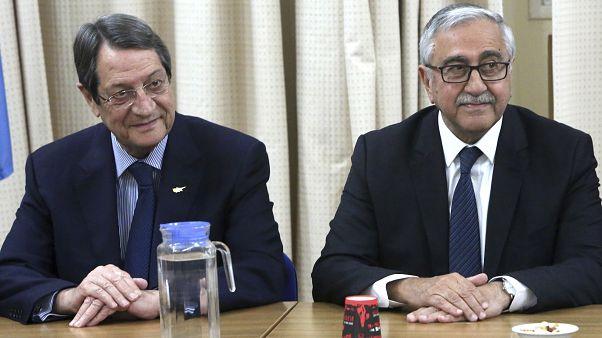 Ο Πρόεδρος της Κυπριακής Δημοκρατίας Νίκος Αναστασιάδης και ο τ/κ ηγέτης Μουσταφά Ακιντζί