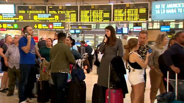Coronavirus, in ginocchio turismo e compagnie aeree