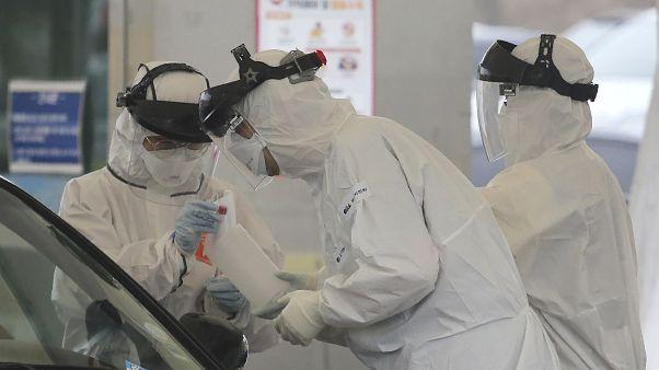 فيروس كورونا في إيطاليا.. لا قبلات لا مصافحات ومباريات خلف أبواب موصدة