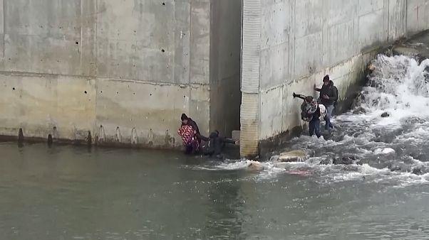 Des migrants traversent l'Evros pour tenter de rejoindre l'Europe