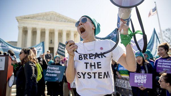 USA: donne in piazza per il diritto all'aborto