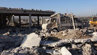 Rus savaş uçaklarının İdlib'in Marretmısrin beldesinde bir tavuk çiftliğine sığınanları hedef aldığı saldırıda 16 sivil hayatını kaybetti