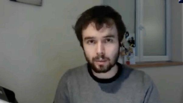 شاهد: طبيب عام في فرنسا تحت الحجر الصحي بعد إصابته بفيروس كورونا